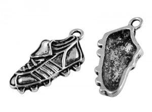 Bedeltje voetbal schoen metaal zilver