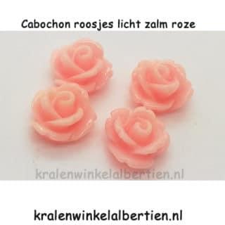 Applicatie roosje licht zalm roze cabochon