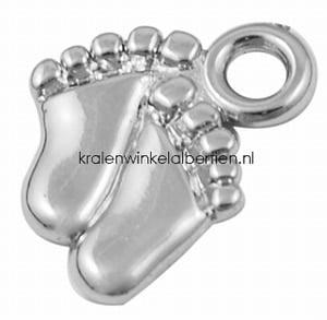 Baby voet bedeltje zilver kunststof