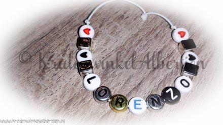Naam armbanden letterkalen