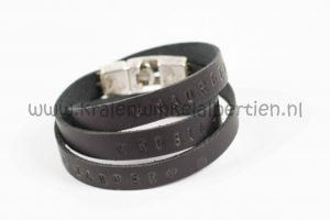 Workshop slagletters armband maken