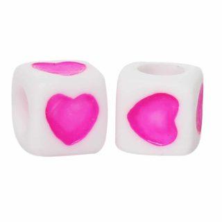 Witte kraal met roze hartje Kralen met roze hartjes Kralen met roze hartjes
