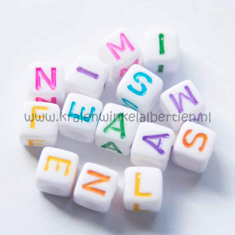 Letterkralen acryl in veel kleuren kralenwinkel albertien - Felle kleuren ...