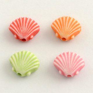 Gekleurde kinderkralen schelp schelpjes rood blauw roze groen