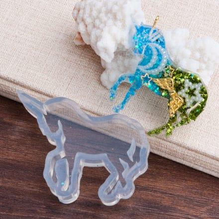 Mal unicorn zelf maken sieraden resin art epoxy giethars