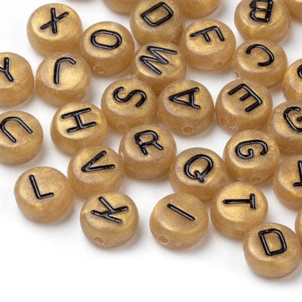 Gouden lettertjes kraal zwarte letters