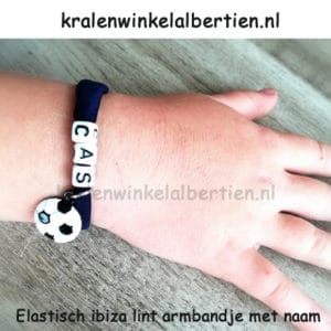 Voetbal armbandjes met naam elastiek lint zelf maken