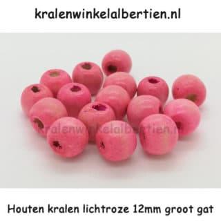 Kraal gemaakt van hout 12mm groot licht roze