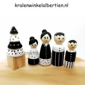 creatief kerstcadeau kegelpoppetjes maken kerstboom familie blank hout