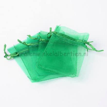 Organza zakje groen 9cm lintje uitdelen verkopen traktatie sieraden sleutelhangers met naam