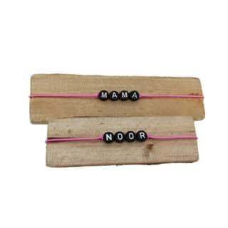 Naamarmbanden roze zwart uitdeelcadeautje traktatie school