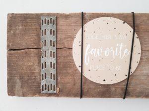 Zelf een foto lijst plank maken hout elastiek kaartjes