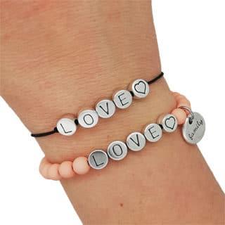 Armbandjes met love elastiek roze familie bedel zelf maken