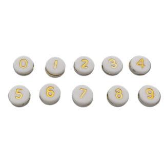 Plat ronde witte cijferkraal met gouden nummers
