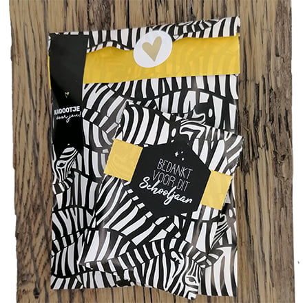 Cadeau zakjes inpakken zwart wit geel zebra print