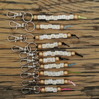 Sleutelhangers met naam goud letterkralen